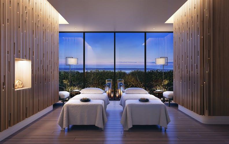 ハレクラニ沖縄 宿泊料金の紹介とツインベッドの部屋の写真