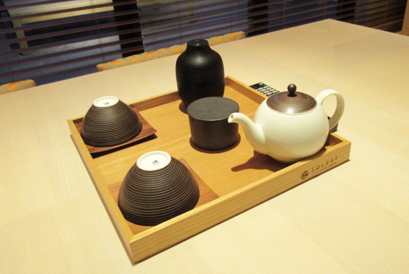 ソレスト高千穂 口コミ 特別室B ちゃぶ台のお茶セットの写真