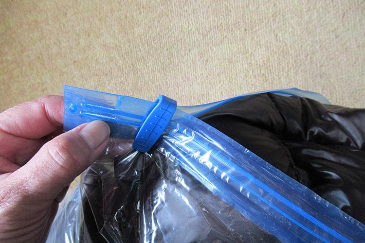 キャリーバッグの詰め方のコツ ダウンコートの詰め方