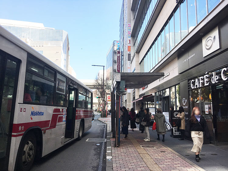 福岡天神ホテルユニゾに泊まってみた!【タリーズの上でべんり&眺めがすごくいい】ホテルの前のバス停の写真