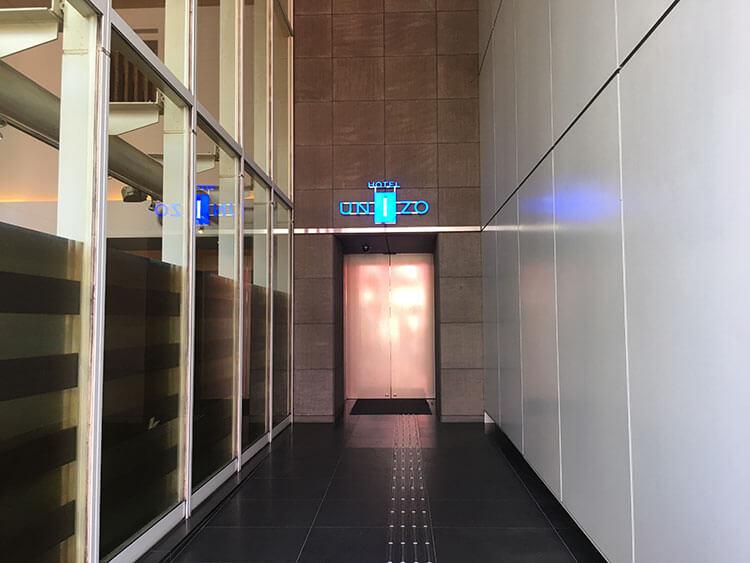 福岡天神ホテルユニゾに泊まってみた!【タリーズの上でべんり&眺めがすごくいい】入口の写真
