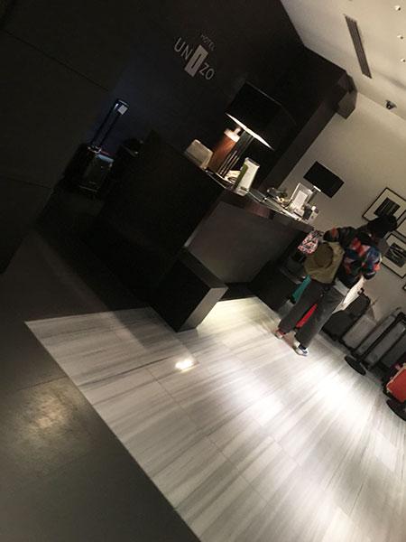 福岡天神ホテルユニゾに泊まってみた!【タリーズの上でべんり&眺めがすごくいい】フロントの写真