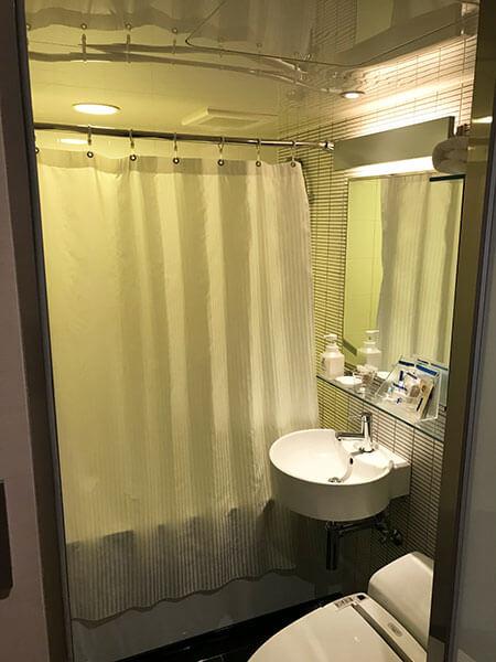福岡天神ホテルユニゾに泊まってみた!【タリーズの上でべんり&眺めがすごくいい】バスルームの写真