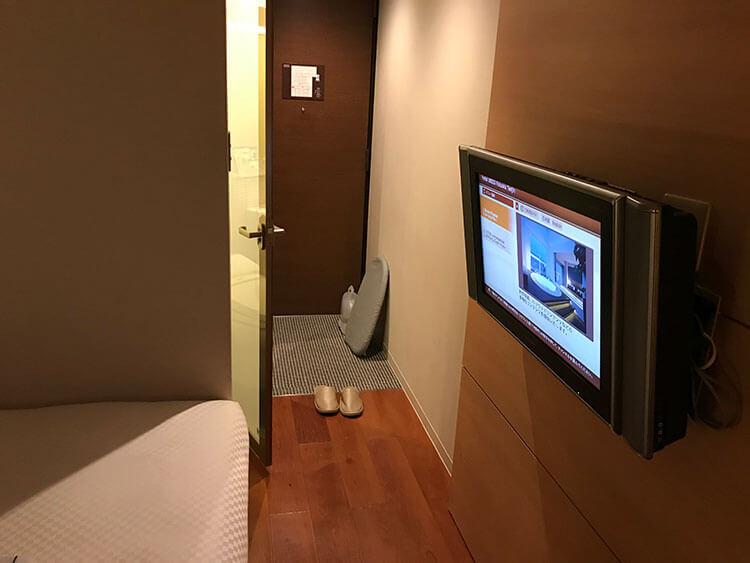 福岡天神ホテルユニゾに泊まってみた!【タリーズ直結でベンリ&見晴らしいい】テレビはかべかけタイプ